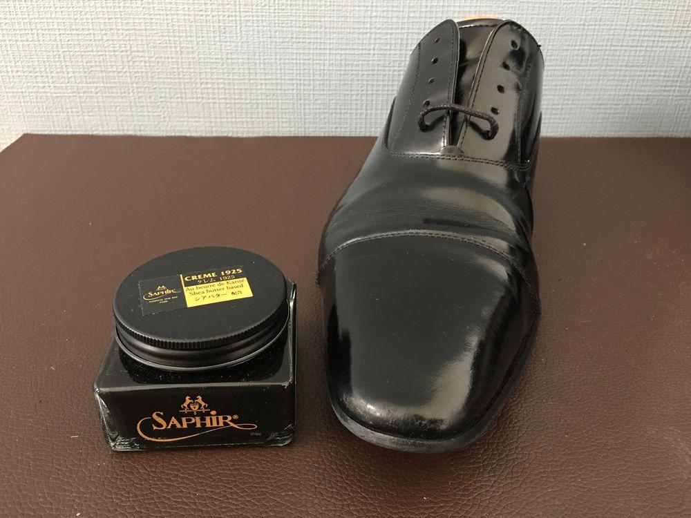 靴クリームを塗る