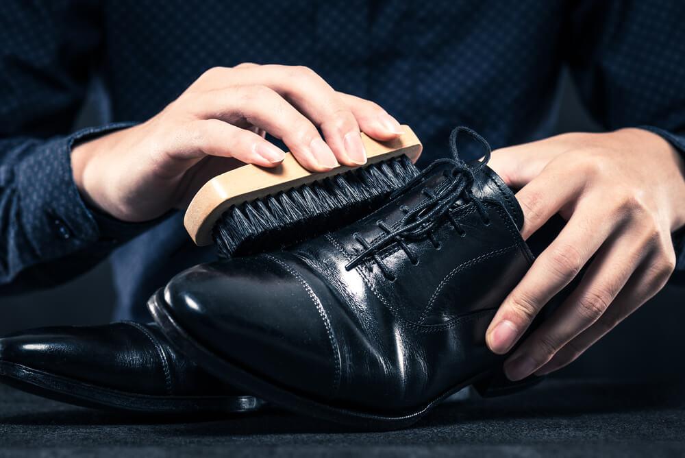 ガラスレザーの革靴もお手入れが必要なのか