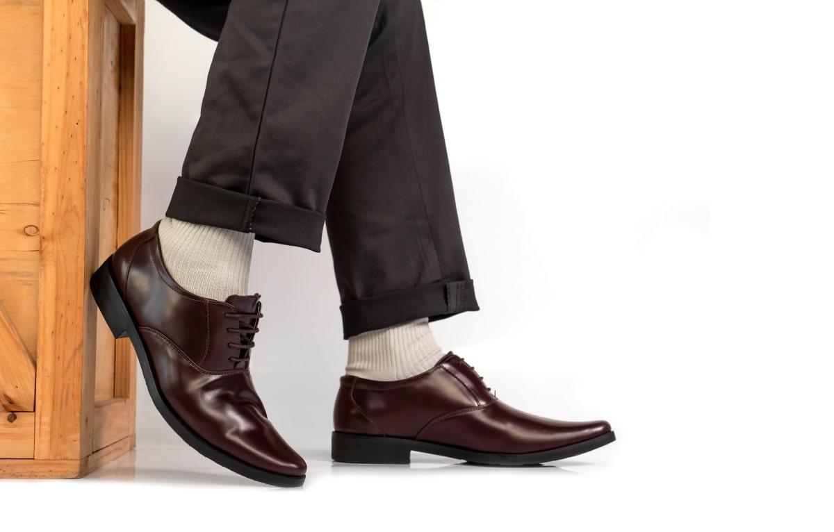 臭くなった靴を復活させるための方法7選